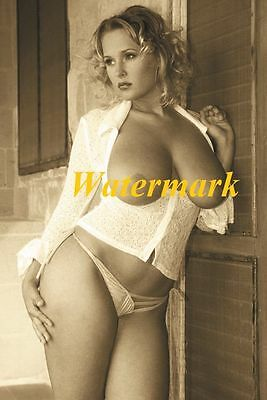 Unknown-Classic, Retro, Timeless Pinup Model-Photo Q-100