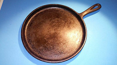 Vintage #8 Cast Iron 9 3/4'' Round Griddle with Heat Ring