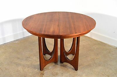 Broyhill Brasilia - Pedestal Table