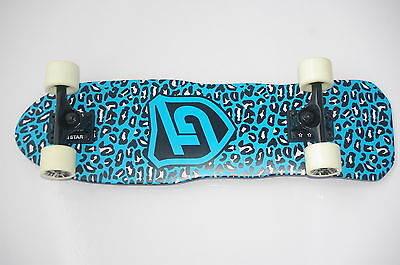 """Cruiser Complete - 27.5""""x8.5"""" - 7 ply Maple - Abec 7 - 5""""Truck -Blue/White"""