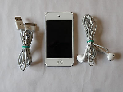 iPod touch 4th Generation 32 Gb, model A1367 – White, Silver Back.