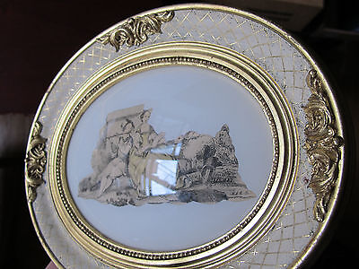 Gorgeous Vintage Oval Wood Gilt Frame w/ Old Print- Convex Glass - 9 1/4 x7 1/2""