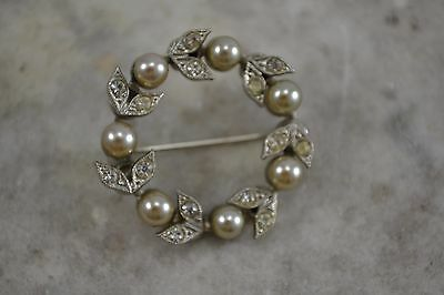 VINTAGE 1940s diamante and faux pearl garland brooch