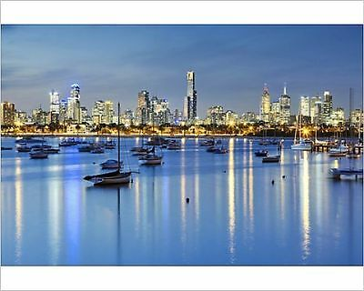25x20cm Photo-Skyline of Melbourne with harbour at night-13508632-8105