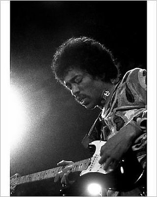 25x20cm Photo-HENDRIX PLAYS AT ISLE OF WIGHT FESTIVAL : 1970-1355274-8105