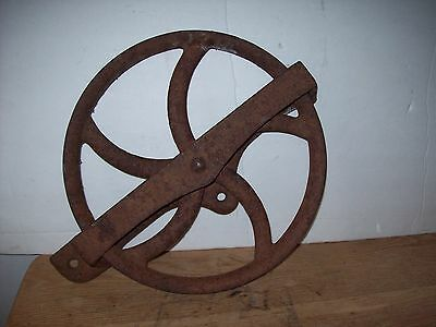 Vintage Cast Iron  Well Wheel Pulley Block Tackle Hoist Barn Tool Rustic Primive