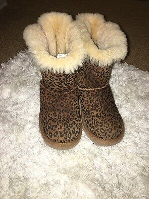 Ugg Australia Girls Boots Size 1 Cheetah Print With Bow On Back