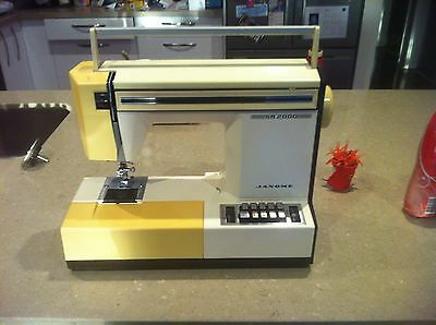 Janome SR2000 sewing machine (parts only / not working)