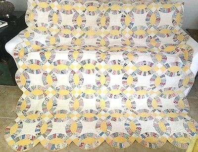 """Vintage Double Wedding Ring Quilt Hand Quilted Scallop Yellow White 74"""" x 84"""""""