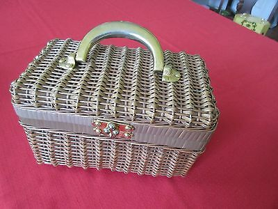 VINTAGE WOVEN WICKER BOX PURSE 70'S w LINING IN VERY GOO CONDITION