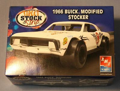 Amt 1/25 1966 Buick Modified Stocker Plastic Kit