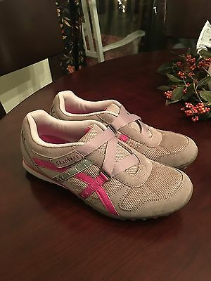 Women's SKECHERS SHOES SIZE 10M In VERY GOOD CONDITION