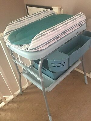 Chicco Baby Cuddle & Bubble Comfort Baby Bath And Changer Changing Table