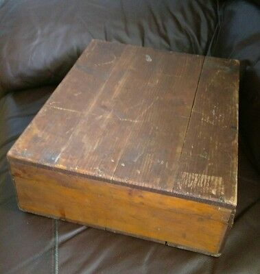 A Lovely Vintage Pine Small Hinged Chest/Box