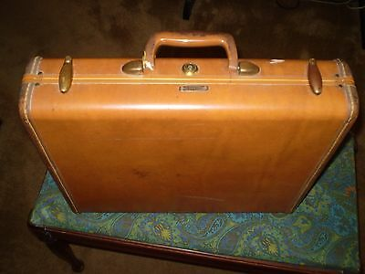 "Samsonite Briefcase Vintage with Key 18"" x 15""  Samsonite luggage."