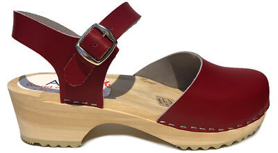 AM-Toffeln 414 Wooden Clog Sandals in Red