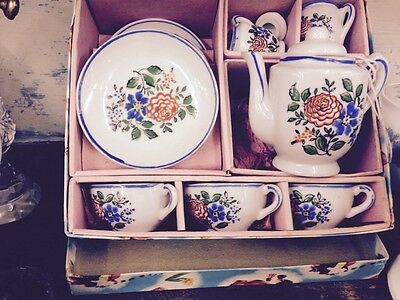 childs china teaset