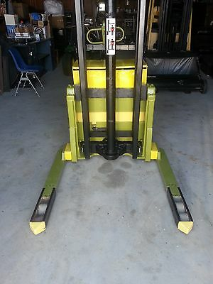 Clark forklift Stacker with new charger