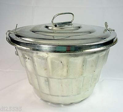 Steam Christmas Steamed Pudding Mold w/Lid Ribbed w/Falling Penny Top 2 Quarts