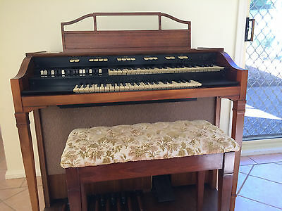 HAMMOND Organ (Chicago USA) Model L-111