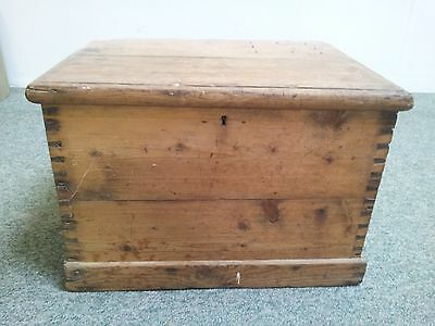Pine blanket box of small size completly original