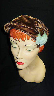 VINTAGE 50s - BROWN VELVET HAT WITH BLUE FEATHER
