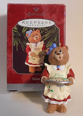 "1998 Hallmark Keepsake Ornament ""Mom"" Holding Cookie Tray MIB"