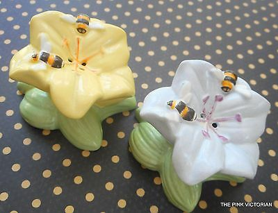 LENOX BUTTERFLY MEADOW salt and pepper SHAKERS decorative FLOWERS & Bumble BEES