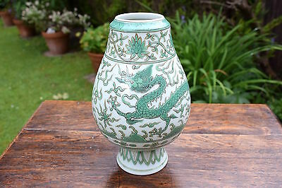 Stunning little Ming Chenghua marked vase Green dragon and phoenix six character