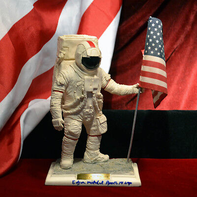 NASA Astronaut Signed ED MITCHELL APOLLO 14  STATUE Case, DVD, COA