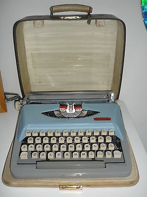Vintage ROYAL CHALLENGE Portable Typewriter with case and key
