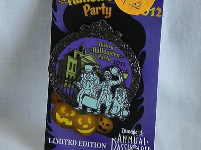 Disney 2012 Limited Edition Mickeys Halloween Party Pin (hitchhiking ghosts)