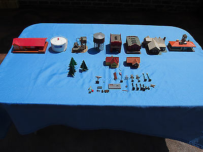 Vintage Model Train Lot of 30+ Accessories Arco~Howard Johnson~Buildings~Signals