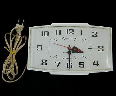 Vintage Mid-Century GE General Electric KITCHEN Wall Clock 2153 white WORKS USA