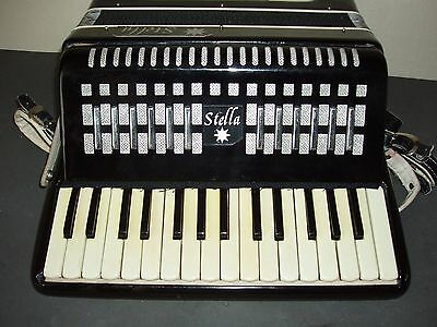 piano accordion Chinese Stella 32 bass buttons. in good condition