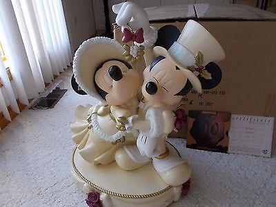 Disney Victorian Holiday Mickey & Minnie Mouse Mistletoe Kiss Big Fig Statue