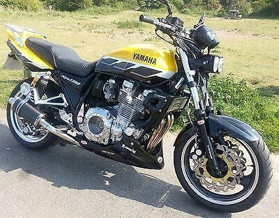 yamaha xjr 1300 bellypan with fixing kit in gloss black  gelcoat