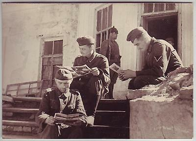 Ussr Russian Wwii Press Photo: Captive German Soldiers Reading Newspapers