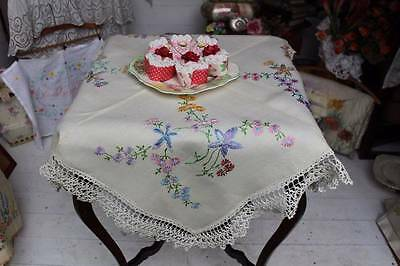 Vintage Hand Embroidered Floral Linen Tablecloth Lace Edges