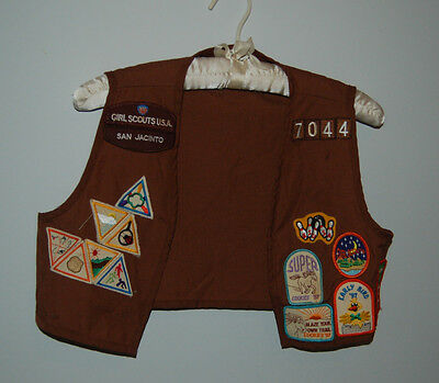 Brownie Girl Scout Vest with Patches, 14 Award Patches, Size approx. 6-7. Nice