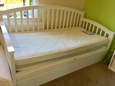 White Wooden Day Bed With Guest Trundle ( Jospeh )