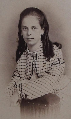CIVIL WAR ERA CDV PHOTO LOVELY YOUNG WOMAN w/ CURLS IN PLAID DRESS PHILADELPHIA