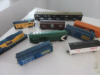 9 different HO scale pieces including lionel engine
