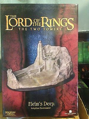 Lord of the Rings Sideshow Weta helms deep Environment Mint Condition RARE