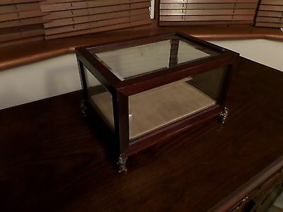 """Bombay co"" Display case reproduction"