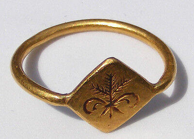 Ancient Roman Gold Finger Ring with Engraved Bezel, circa 1st-3rd century AD.
