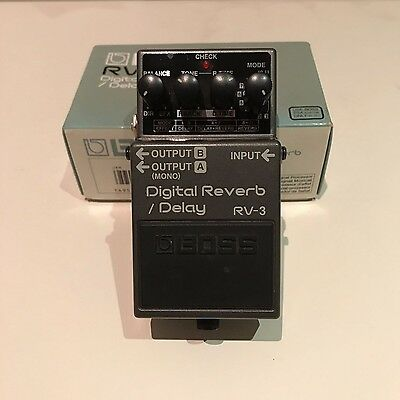 BOSS RV-3 Digital Reverb / Delay vintage effects pedal