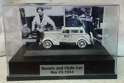 Bonnie And  Clyde Car  Enclosed In Display Case 1/32  Fine Detail Great Gift
