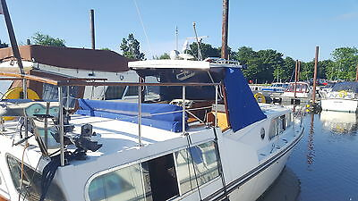 33ft Boat |Twin engines, well equipped Cruiser. Liveaboard?