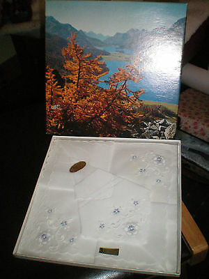 Ladies Vintage Hankerchiefs New In Picture Box Embroidered